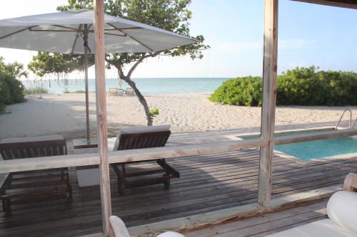 Beach villa with direct access to the sea
