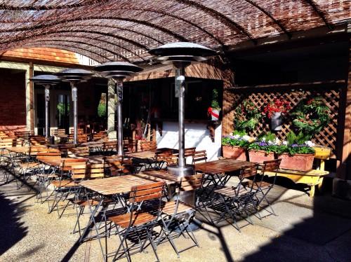 Vintage Inn outdoor patio