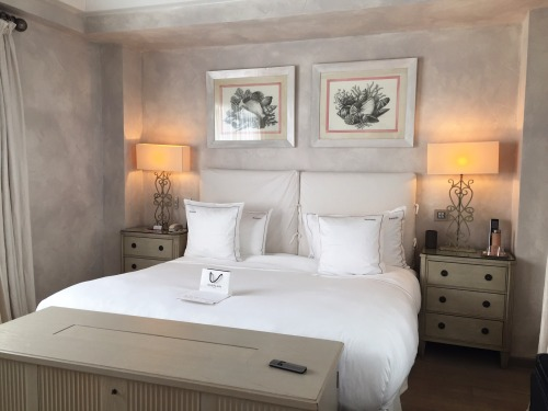 Classically decorated rooms in white and neutral tones at the Cheval Blanc